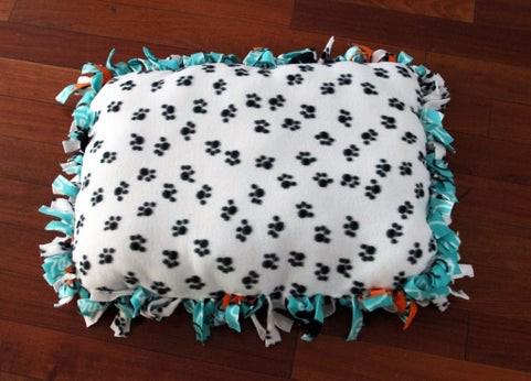 Finished fleece pet bed