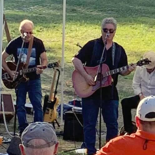 Joe Fahey and Dan Kowalke performing music